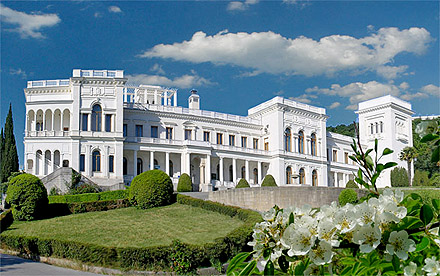 Белый Ливадийский дворец